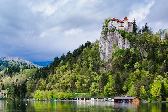 wczasy nad jeziorem -bled-blejski-grad-zamek