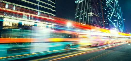 wycieczki-autokarowe-noc-ulica-swiatla
