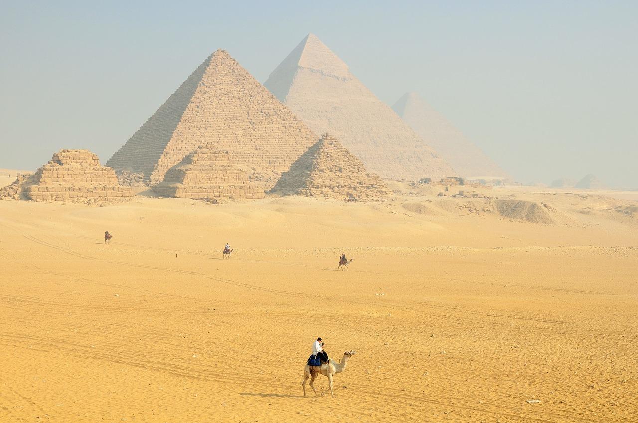 egipt giza piramidy