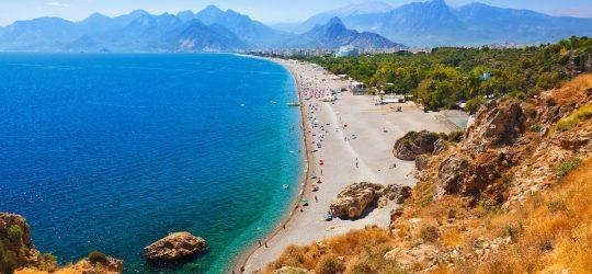 Antalya-plaża-w-Turcji