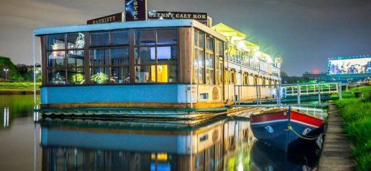 Boat-Hostel Marta